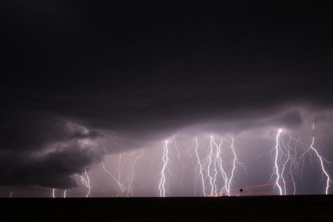 Éclair qui sort du nuage Selden Kansas (7)